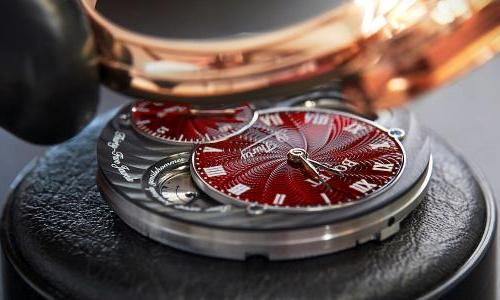 Bovet 19Thirty: Dazzling elegance in deep red