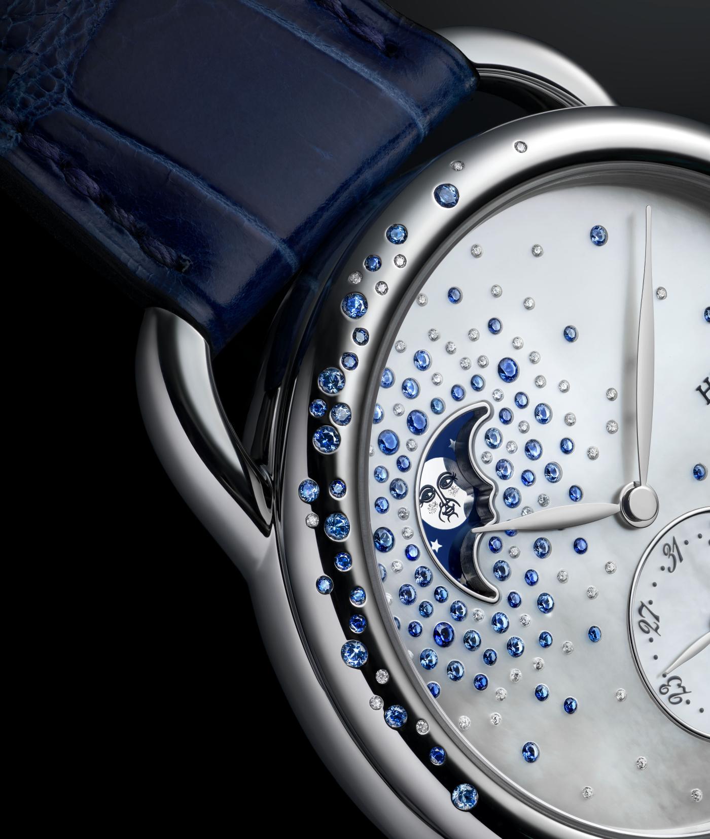 Hermes_arceau_petite_lune_jete_de_diamants_et_saphirs_close_-_europa_star_watch_magazine_2020