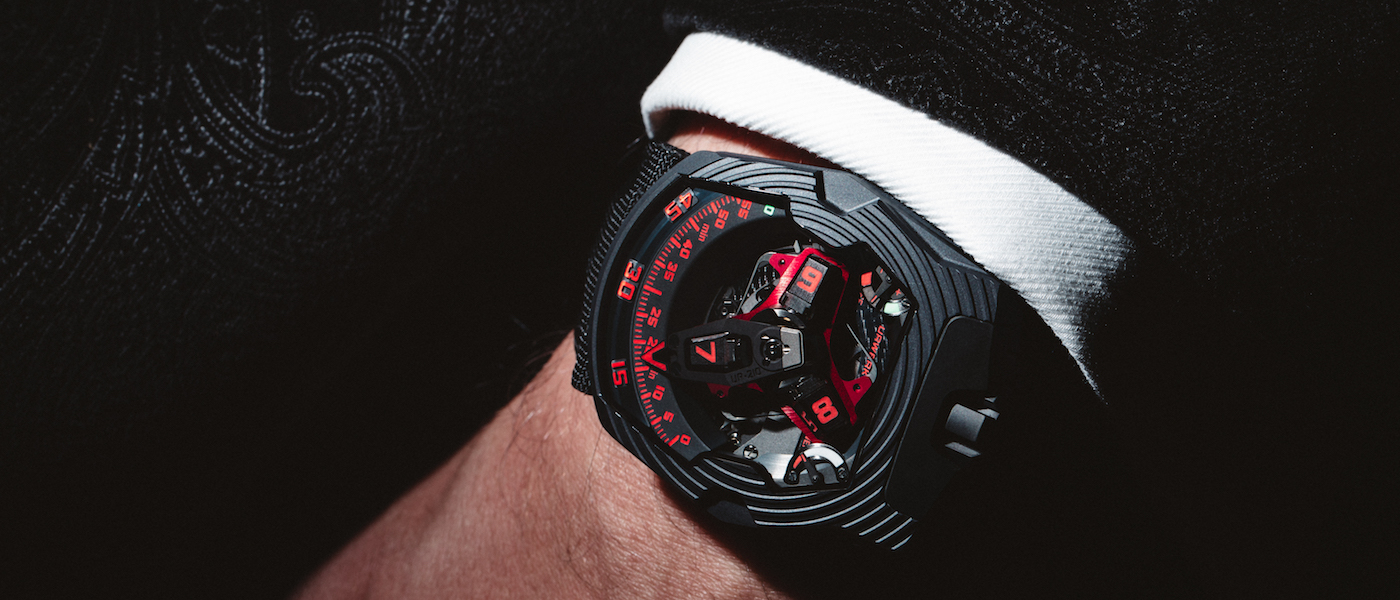 Blink and you'll miss it! The UR-210 now released in Black Platinum