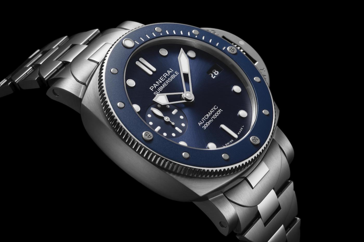 Panerai releases a new Submersible model with a metal bracelet