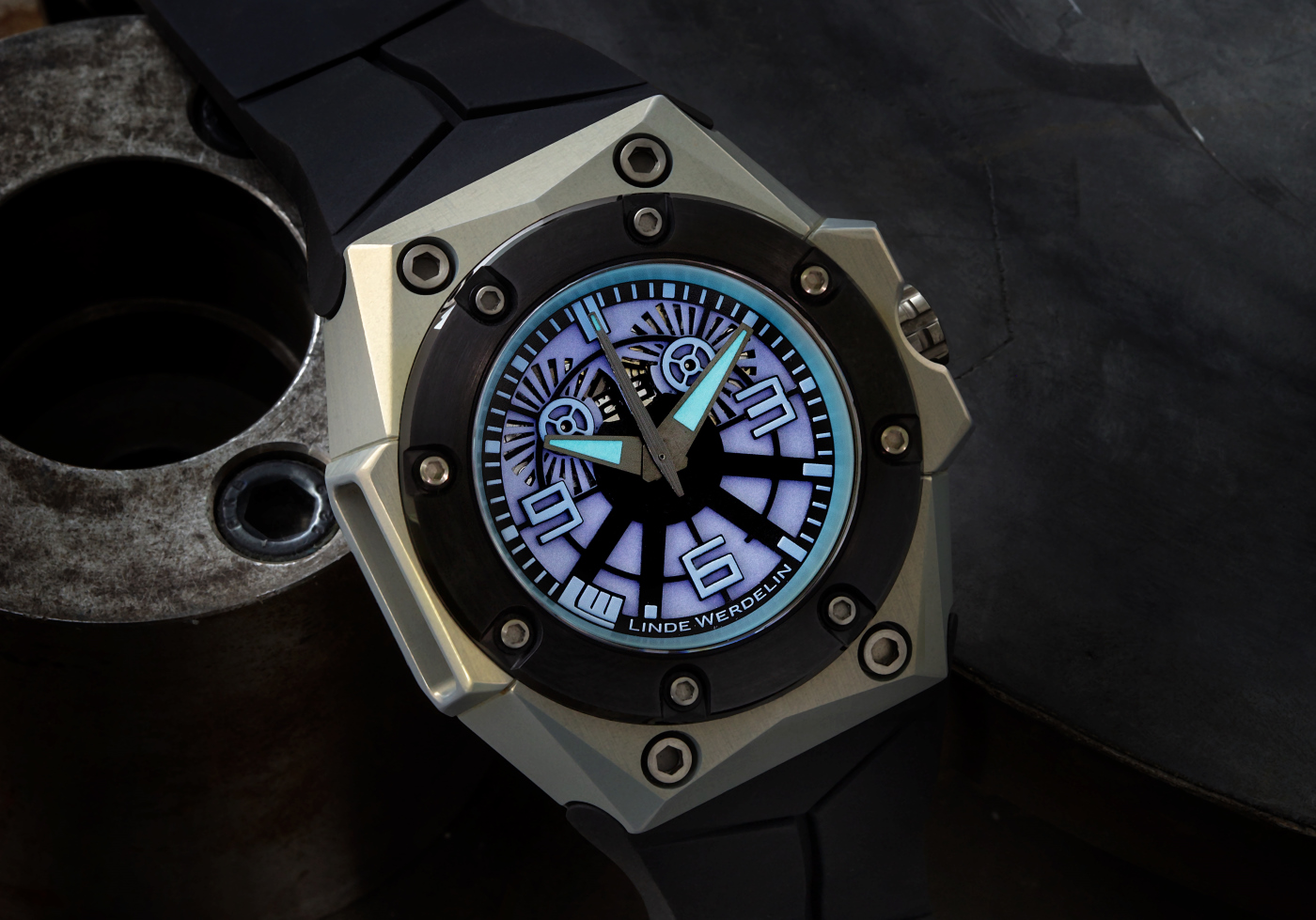 Linde_Werdelin_oktopus_blue_sea_5_-_Europa_Star_watch_magazine_2020