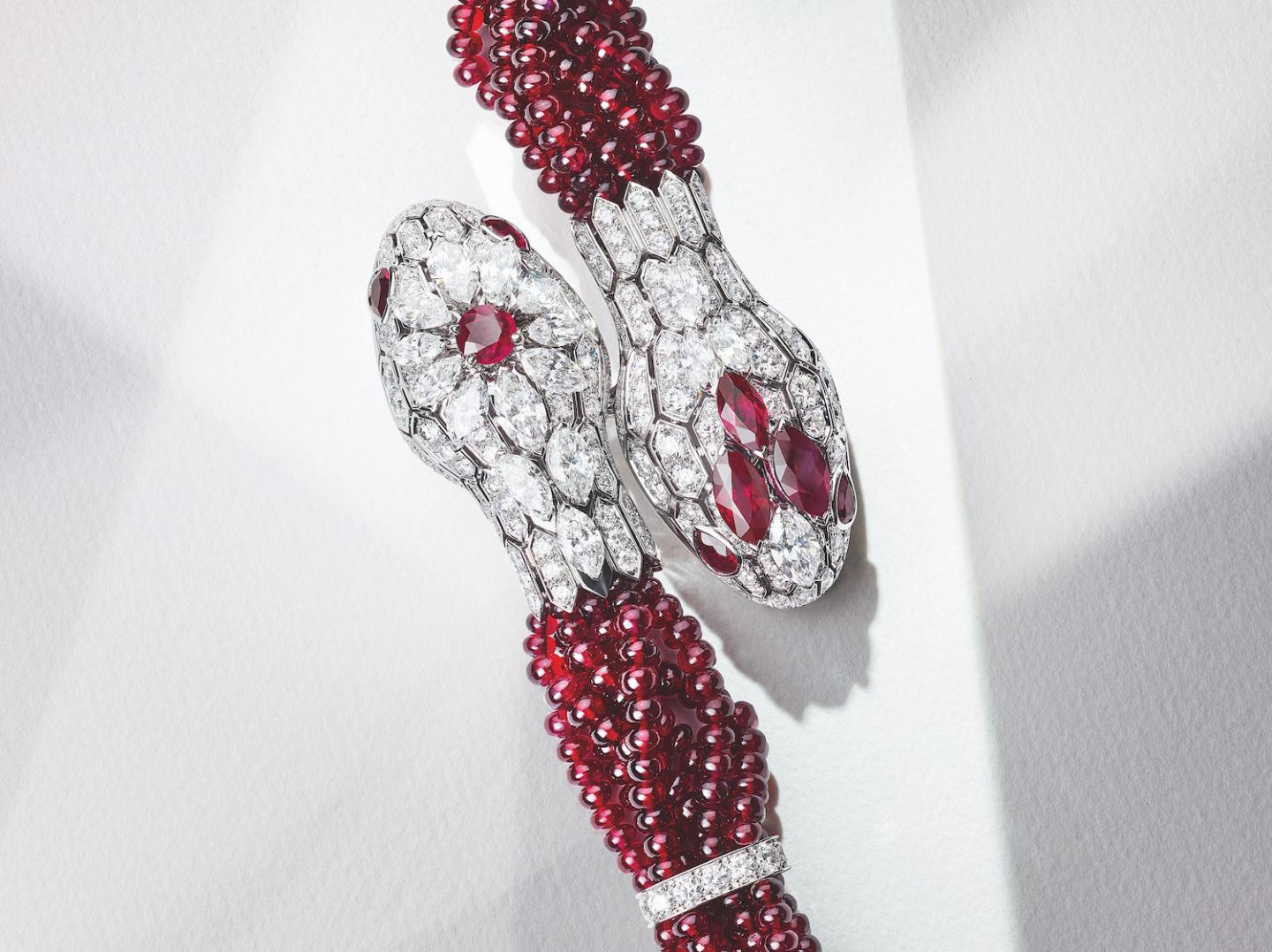 The Serpenti Misteriosi Intrecciati, directly inspired by Bulgari's archives, features a completely new design that combines Serpenti with beads.