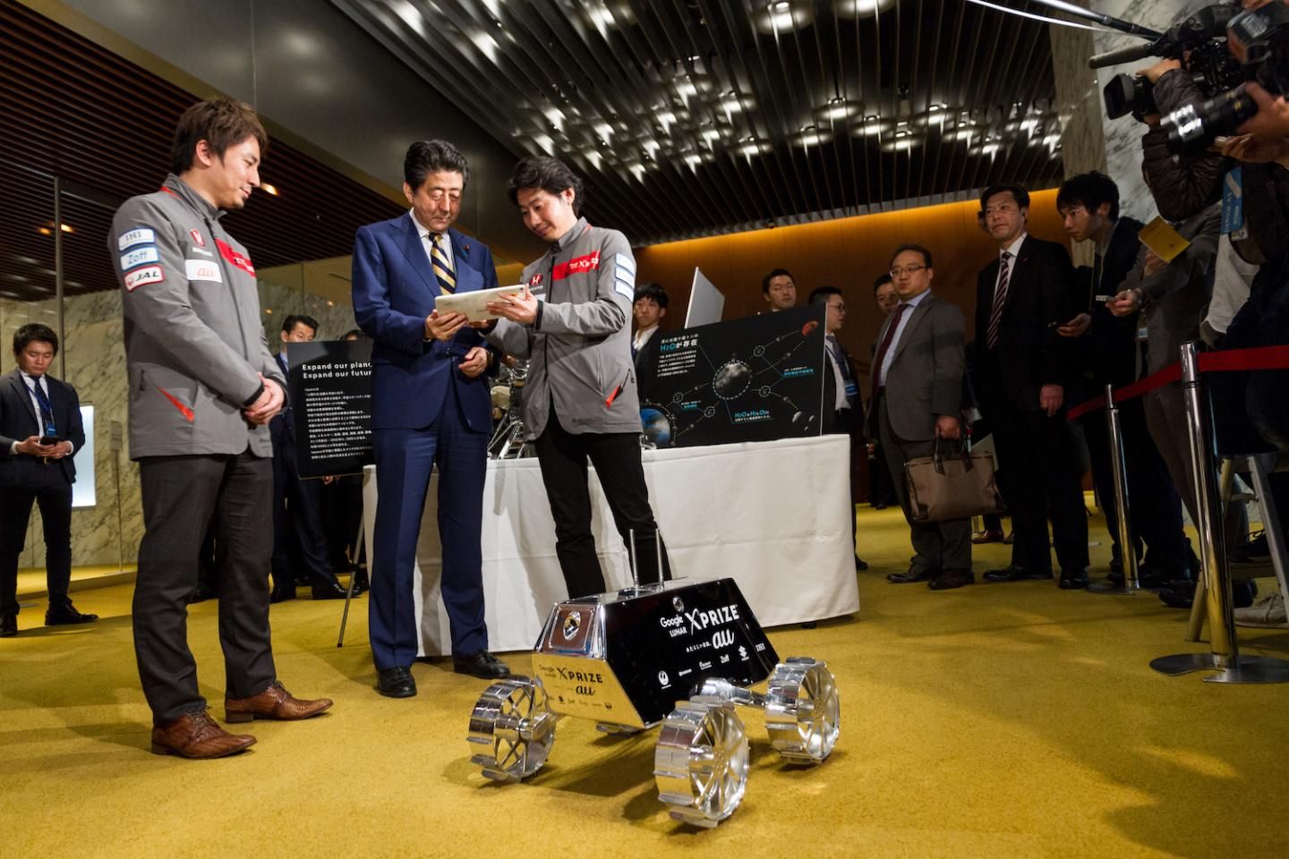 ispace's CEO Takeshi Hakamada and COO Takahiro Nakamura presenting their program to Japanese Prime Minister Shinzo Abe.