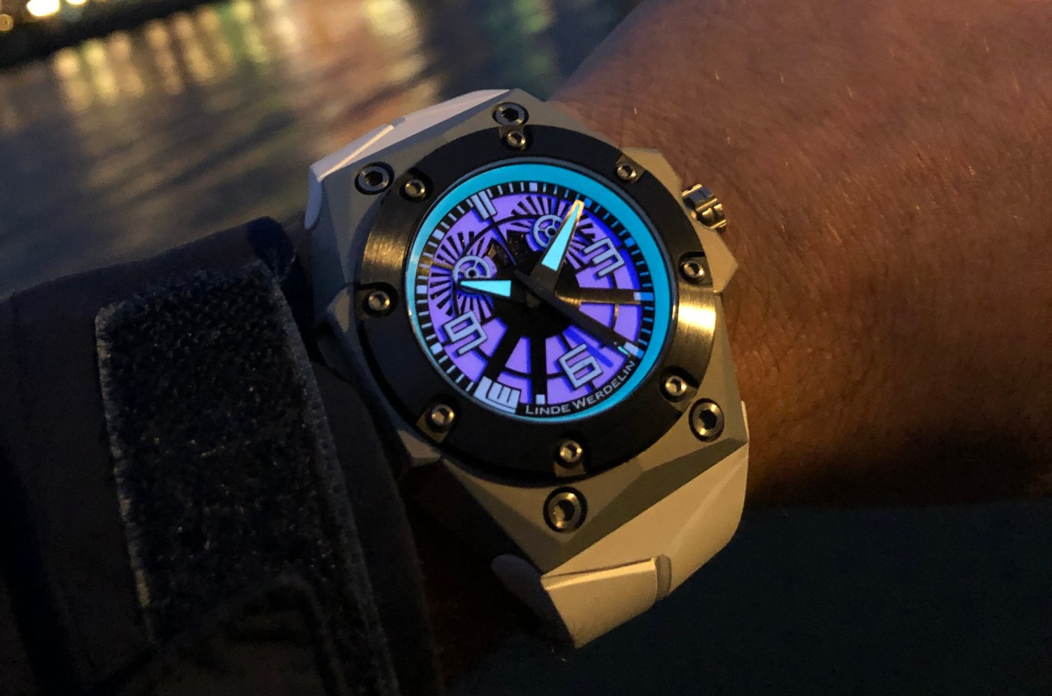 Linde_Werdelin_oktopus_blue_sea_4_-_Europa_Star_watch_magazine_2020