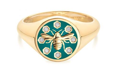 One of Birks' major activities is its own jewellery brand, which includes the popular Bee Chic series. Part of the income from this series is used to protect Canadian bees, wildlife and natural areas.