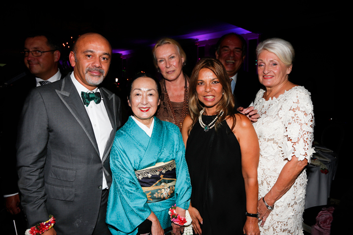 Committee: Christian Loboutin, Countess Setsuko Klossowski, Princess Maria Gabriella of Savoy, Princess of Thailand Rangsit Charuvan Sursock and Catherine Nickbarte, President of Buakhao White Lotus Foundation.