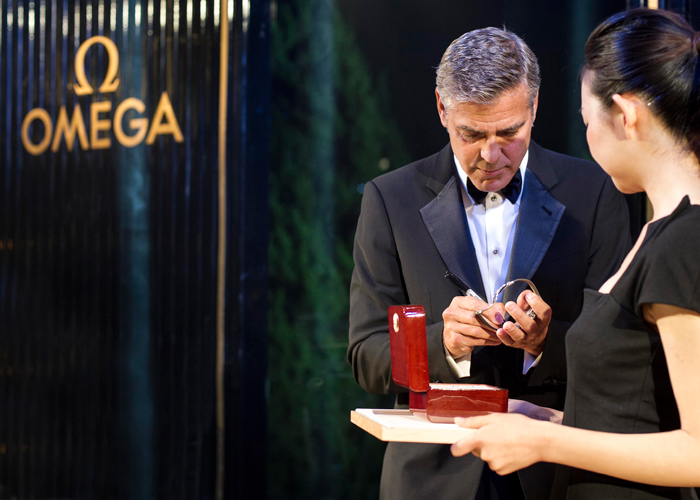 George Clooney autographed the strap and the presentation box of the Omega De Ville Hour Vision Annual Calendar he had been wearing.