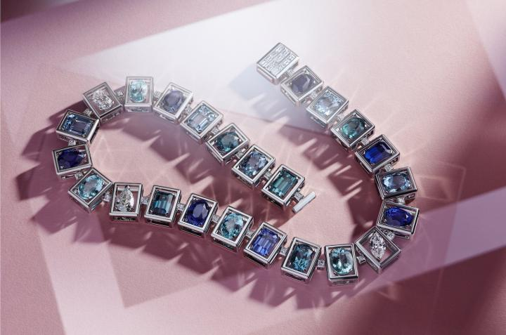 "Piece from the 2019 ""Tiffany Jewel Box"" collection. The most important American jewellery brand has just been acquired by world's largest luxury group LVMH, opening a whole new business era for the entire segment. As author Erwan Rambourg underlines, the brand has yet to find its ""iconic line"" to conquer the Chinese market."