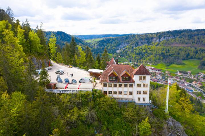 """Kari Voutilainen set up shop in the former """"Chapeau de Napoléon"""" hotel-restaurant overlooking the Val-de-Travers on 1 June 2021."""