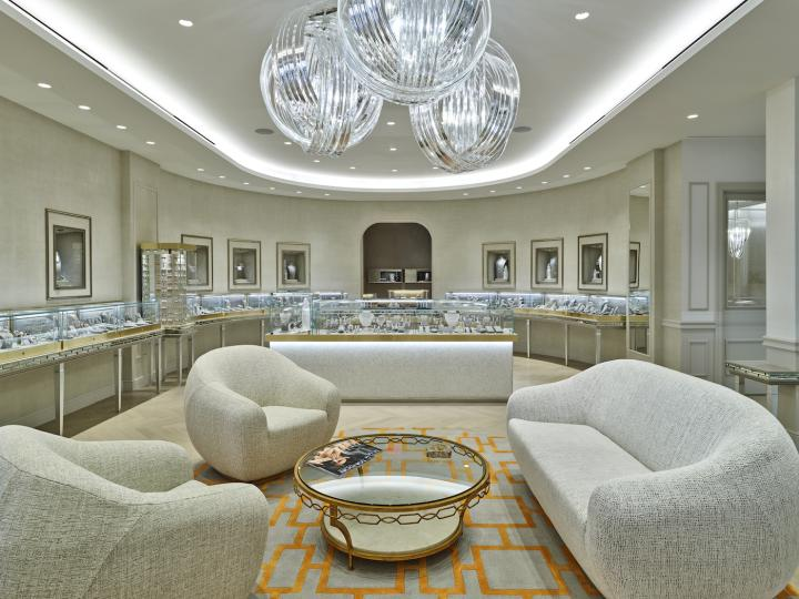 Last December, London Jewelers completed the renovation of its flagship boutique dedicated to fine jewellery.