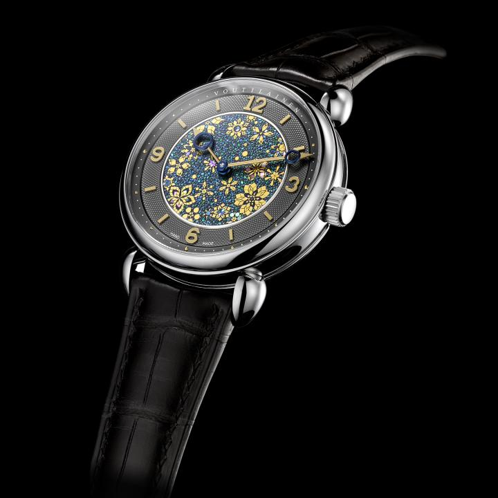 One of Japan's greatest lacquer artists, Tatsuo Kitamura creates lacquer art works at the pinnacle of this Japanese tradition. The dial of the new Green Garden one-off watch shown here, made with the saiei makie and somata zaiku lacquering techniques, takes several months of work to complete.