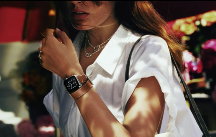 Apple goes lux, announces new Hermès partnership